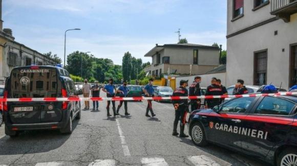 Milano, accoltella il marito e lo lascia agonizzante in auto: arrestata