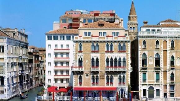 Venezia, turista cade dal quinto piano di un hotel e muore