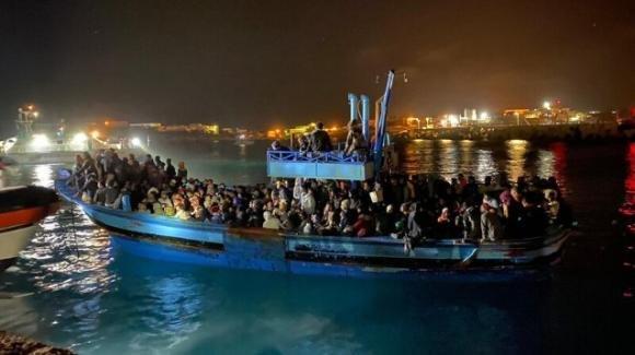 Agrigento, a Lampedusa sbarcati 10 migranti positivi alla variante indiana del Covid-19
