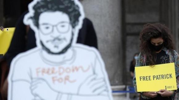 Trent'anni, secondo compleanno in carcere per Patrick Zaki