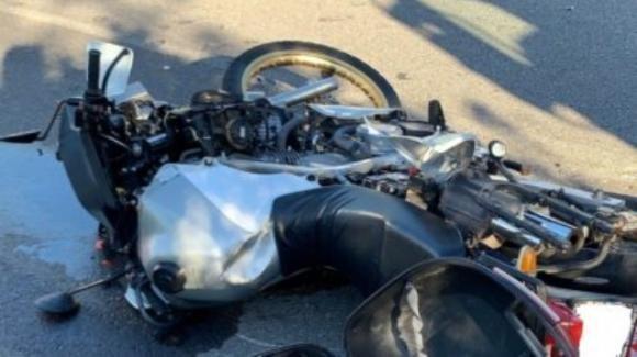 Torino, coinvolto in un incidente cade con la moto e perde la droga: centauro in fuga