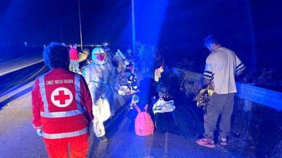 Brindisi, sbarco di migranti lungo la costa sud: messi in salvo in 28