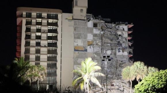USA: crolla un palazzo di 12 piani, si scava per cercare i 99 dispersi