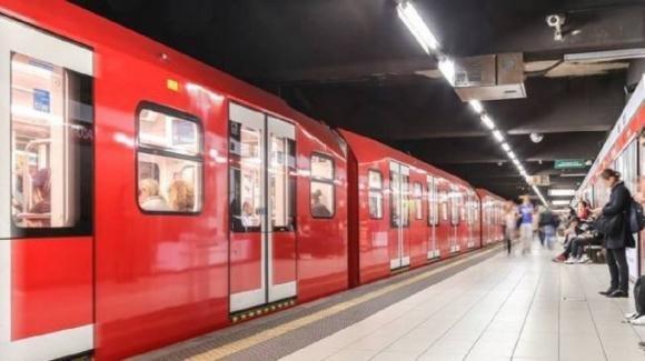 Milano, morto folgorato alla linea di alimentazione della metropolitana: è suicidio