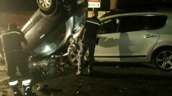 Lecce, schianto sulla litoranea tra due auto: muore un giovane papà