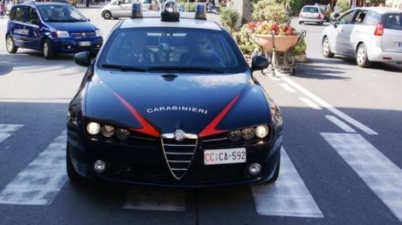 Uccide il marito dopo averlo sedato e chiama i carabinieri: era stanca delle sue violenze