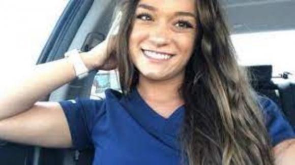 """USA, giovane infermiera no-vax muore dopo aver contratto il Covid-19: """"Vaccini esperimento sociale"""""""