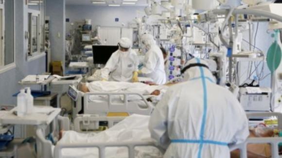 """Covid-19, l'Oms crede che possano arrivare varianti più pericolose: """"Pandemia non è affatto finita"""""""
