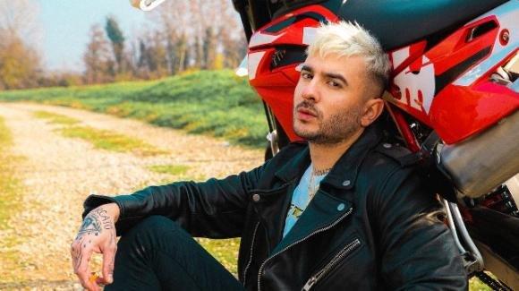 Junior Cally, rehab per l'ex di Valentina Dallari: l'alcol, la malattia e la decisione
