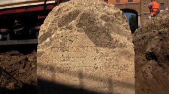 Roma, rinvenuto cippo monumentale a Piazza Augusto Imperatore
