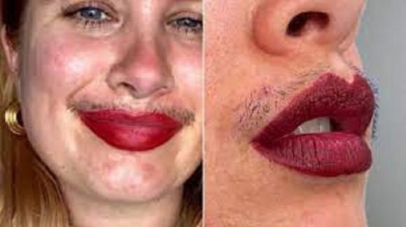 Joanna Kenny e il body positivity: il mascara per esaltare i baffetti
