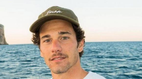 Tragedia nel mondo del surf: Oscar Serra muore a 22 anni travolto da un'onda
