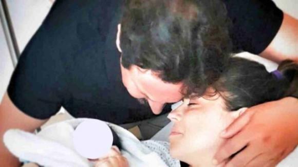 Enrico Brignano e Flora Canto, è nato il secondo figlio: il nome e scelta del parto