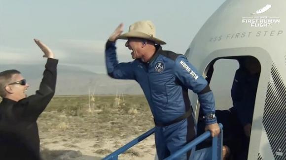 Jeff Bezos effettua il primo viaggio nello spazio