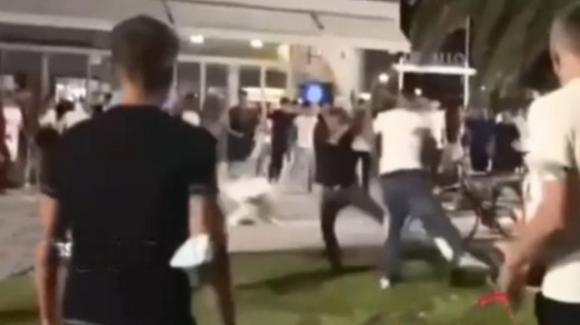 Salerno, rissa durante una festa di compleanno: a un ragazzo viene strappato a morsi un orecchio