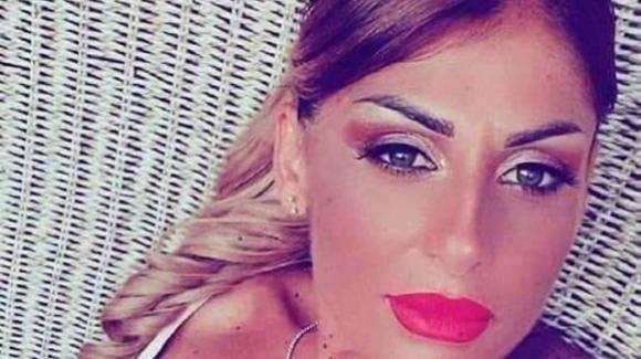 Ponticelli, l'ultimo addio a Mariarca: la mamma di 3 bimbi è stata stroncata da un aneurisma