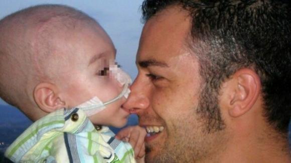 Lorenzo Zaratta, stroncato dal tumore a 5 anni: la famiglia chiede 25 milioni di euro all'Ex Ilva