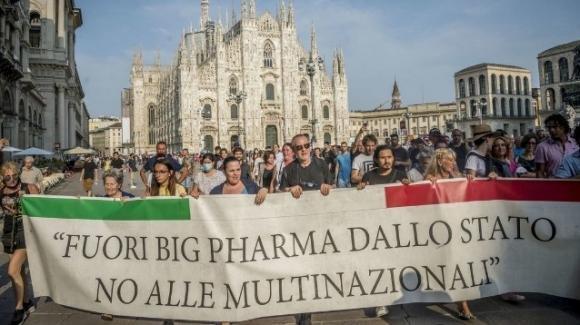 Covid-19 e Green Pass, manifestazioni contro l'obbligo della certificazione vaccinale in tutta Italia