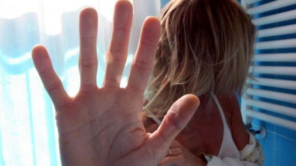 Bologna, picchia la fidanzata incinta in un hotel dove si svolgono provini per un talent