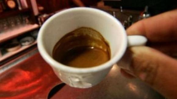 Due euro per un caffè: il cliente non ci sta e prende a schiaffi il cameriere del bar