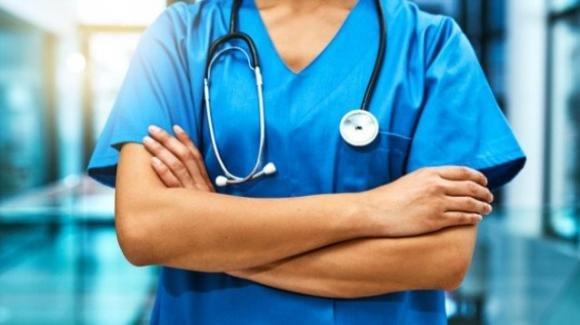 Brindisi, medico no vax sospeso dalla Asl e dall'Ordine dei Medici