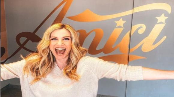 """Lorella Cuccarini conferma il suo nuovo ruolo ad """"Amici"""": """"Sono onorata"""""""
