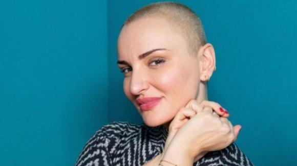 Arisa: il nuovo look della cantante con i capelli rasati a zero