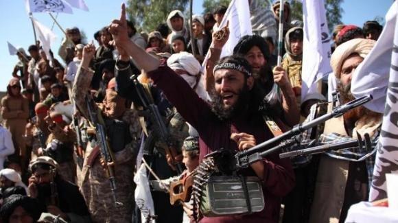 Afghanistan, gli estremisti islamici avanzano e conquistano sempre più territori, la tensione aumenta