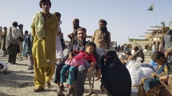 Afghanistan: 15 capoluoghi in meno di 10 giorni. Kabul offre il potere condiviso