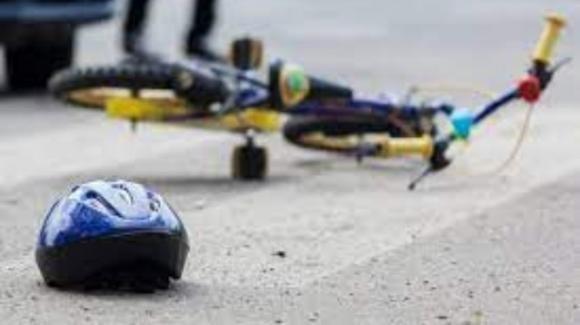 Ferrara, bimba cade dalla bici e muore un giorno dopo: indagati i genitori