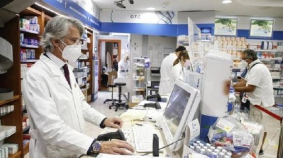 Green pass stampati per 5 euro: farmacista finisce nei guai