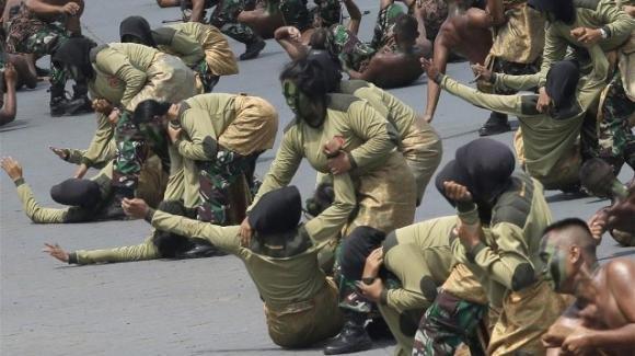 Indonesia: niente più test di verginità per le reclute donne nell'esercito