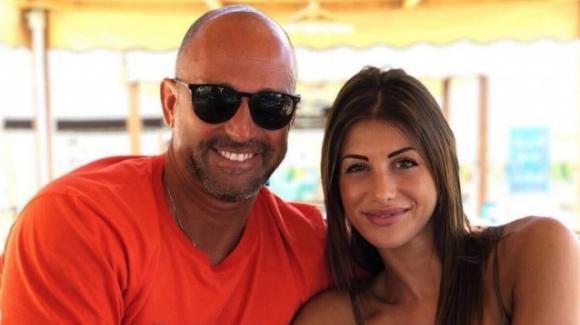 Bettarini e Nicoletta, amore a gonfie vele: la coppia è più affiata che mai