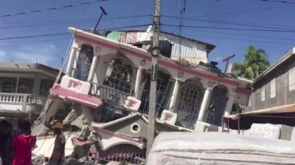 Terremoto Haiti: 1300 morti, tantissimi dispersi e sta per arrivare la tempesta tropicale