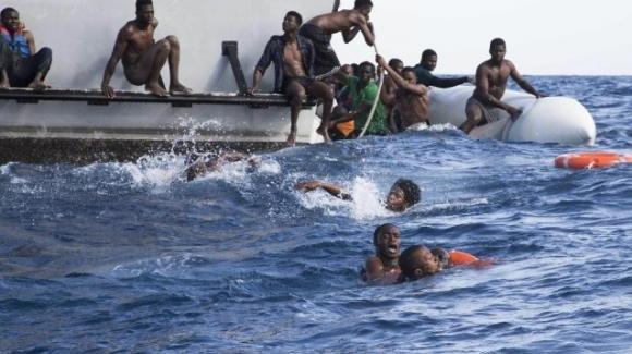 Africa, 40 migranti trovati senza vita su una imbarcazione: tentavano di raggiungere le Canarie