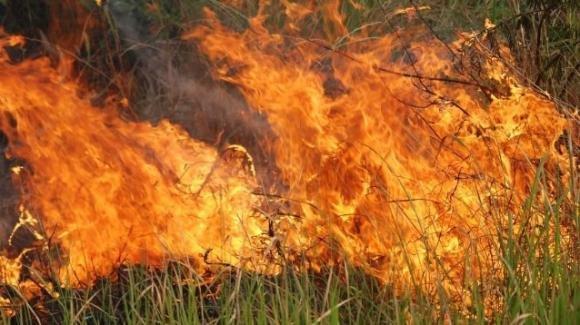 Vibo Valentia, muore dopo essere stato investito dalle fiamme di un incendio