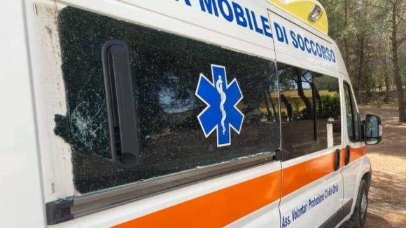 Brindisi, vandali danneggiano un'ambulanza: un bimbo dona i suoi risparmi per poterla riparare