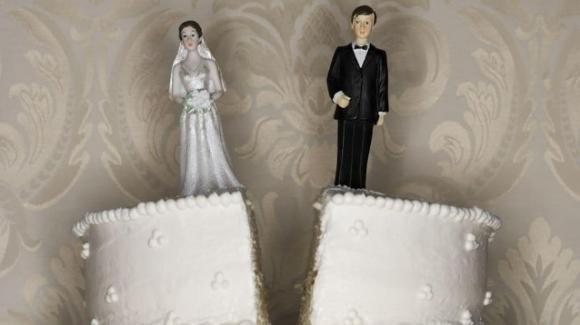 Non consuma il matrimonio in 12 anni, lui chiede il divorzio ma deve pagare l'assegno