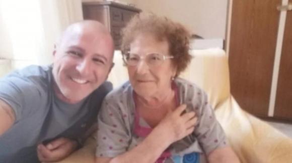 90enne sta male e chiede aiuto: un poliziotto sente le urla e la salva