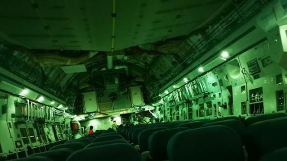 """Afghanistan, la denuncia di un ex militare inglese: """"Mia moglie evacuata con un aereo vuoto"""""""