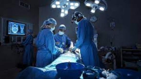 Intervento record al Cardarelli di Napoli: rimosso tumore da 13 chili ad una 15enne