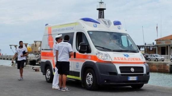 Bimba di 11 mesi cade nelle acque del porto di Rimini imbrigliata al passeggino