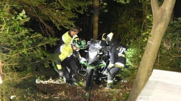 Trento, cadono in un burrone con la moto appena comprata: muiono padre e figlia