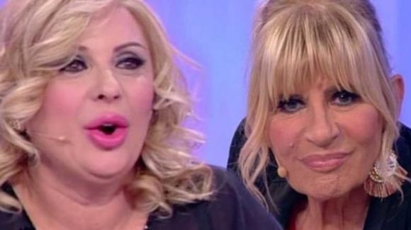 """Uomini e Donne, Gemma Galgani nuova bordata contro Tina Cipollari: """"Dovrebbe cambiare look"""""""