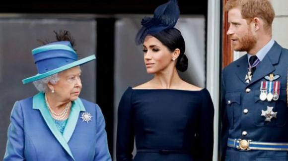 Gran Bretagna, la Regina Elisabetta II minaccia azioni legali contro Harry e Meghan