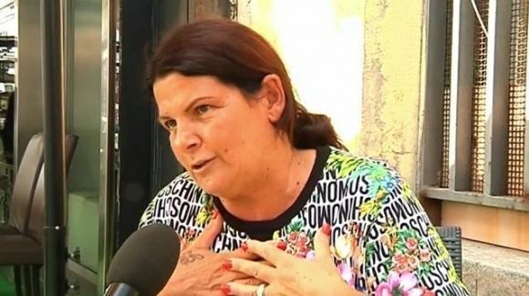 Dichiara di non offrire lavoro in nero: la proprietaria di un chiosco a Napoli offre due euro all'ora