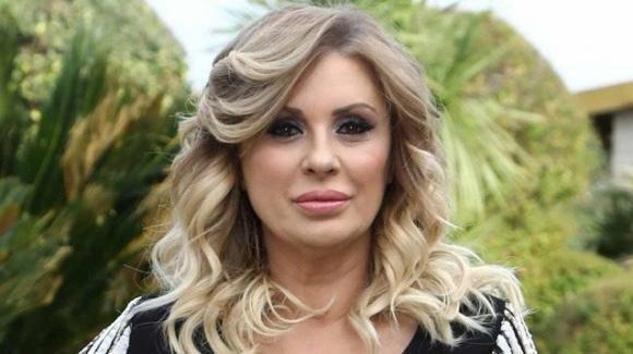 Tina Cipollari è single, addio a Vincenzo Ferrara: spunta un tradimento