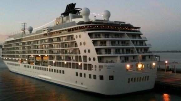 Otranto, sbarca The World: la nave da crociera più grande del mondo dotata di ogni comfort