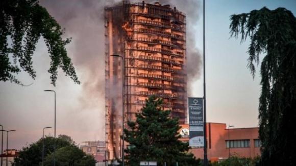 Incendio Milano: quanto costa un appartamento nel grattacielo di Mahmood