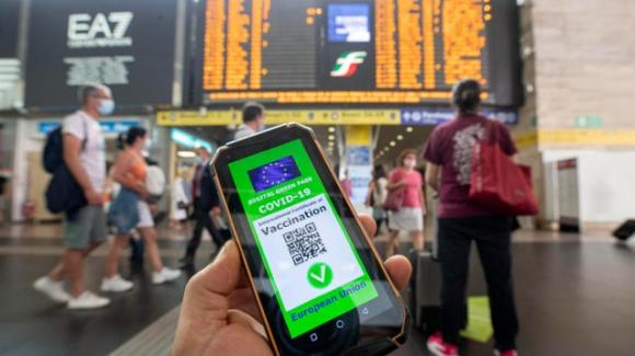 Proteste contro il Green Pass, cresce la minaccia di un blocco delle stazioni ferroviarie Italiane